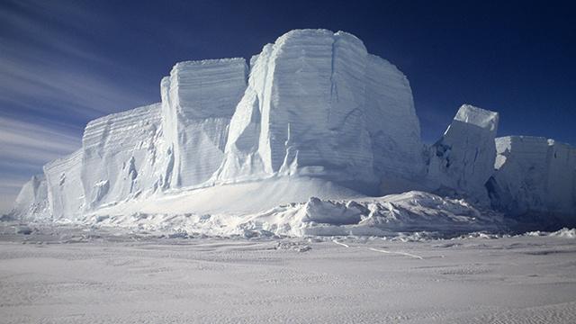 اكتشاف بركان نشط تحت جليد القطب الجنوبي