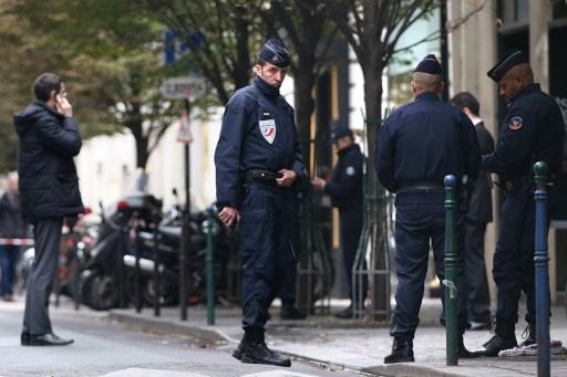 شرطة باريس تفقد أثر مهاجم صحيفة