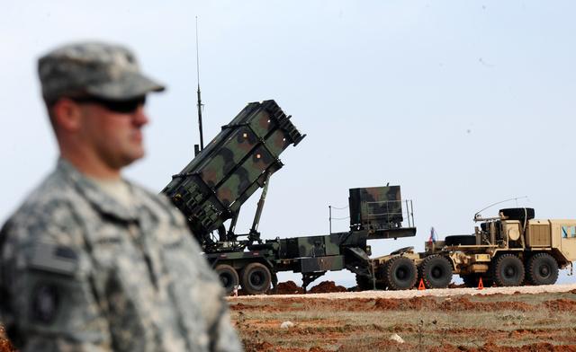 البنتاغون يؤكد تمديد نشر صواريخ