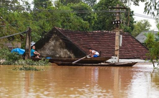 مقتل ما لا يقل عن 41 شخصا واصابة 74 آخرين في فيضانات وسط فيتنام