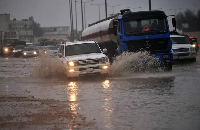 مصرع 4 أشخاص وفقدان 10 آخرين بنتيجة فيضانات في السعودية