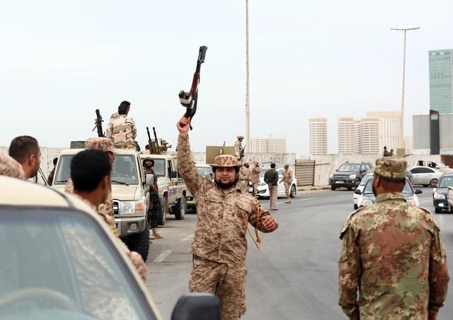 الحكومة الليبية تتقدم بخطة لاخلاء طرابلس من المليشيات المسلحة