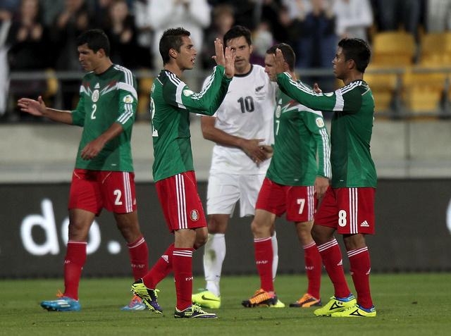 المكسيك تعبر الى مونديال البرازيل بفوز ساحق على نيوزلندا
