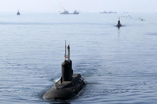 غواصة ومدمرة وحاملة طائرات ايرانية تتوجه الى مياه شرق آسيا