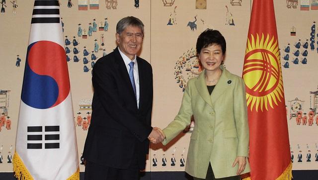 منح الرئيس القرغيزي الدرجة التاسعة للتايكوندو في كوريا الجنوبية