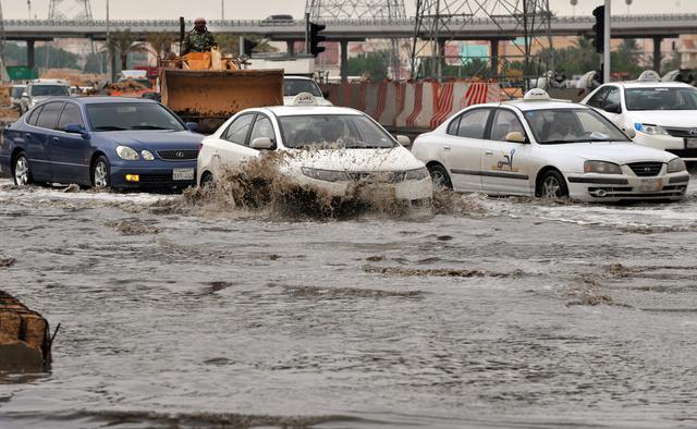 ارتفاع عدد ضحايا الفيضانات في السعودية الى 7 أشخاص