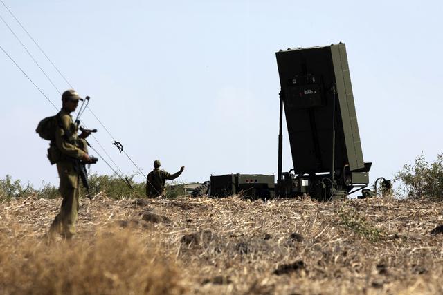 اسرائيل تجري تجربة لمنظومة الدفاع المضاد للصواريخ القصيرة المدى