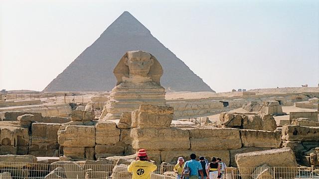 مصر ترحب بقرار روسيا سحب توصياتها بعدم سفر السياح إلى المنتجعات المصرية