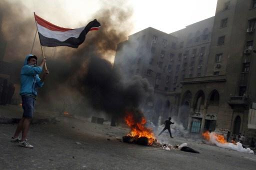 النائب العام المصري يأمر بإجراء التحقيقات في حادثة حرق العلم