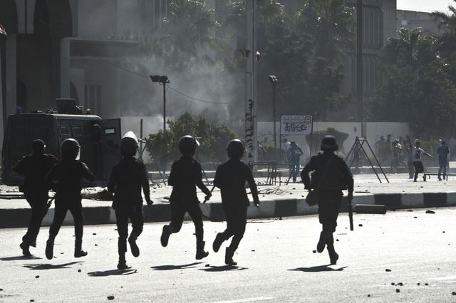 مقتل ضابطين مصريين أحدهما أثناء ملاحقة المطلوبين في اغتيال المقدم مبروك