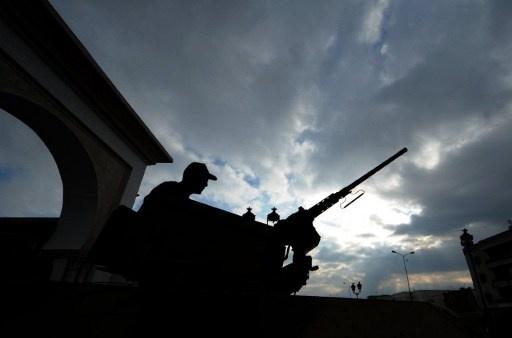 الجيش التونسي يقصف أهدافا مشبوهة بالشعانبي ووضع آليات لمراقبة الحدود مع ليبيا