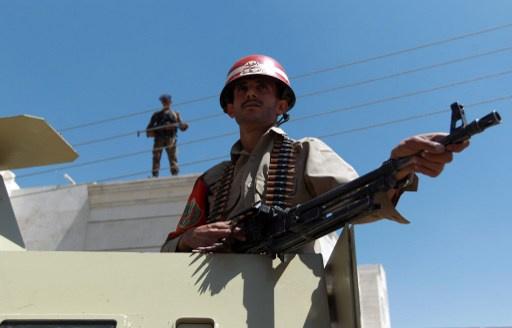 مقتل جنديين يمنيين عند خط وقف النار بين الحوثيين والسلفيين جنوب البلاد