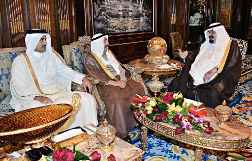 ملك السعودية يجري مع اميري قطر والكويت قمة ثلاثية في الرياض