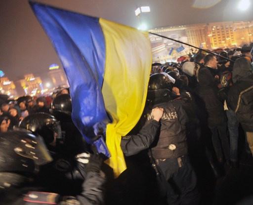 الشرطة الأوكرانية تستخدم غازا مسيلا للدموع لمنع اقتحام مقر الحكومة