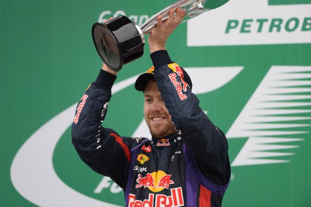 فورمولا1.. فيتيل يتوج بجائزة البرازيل الكبرى