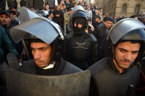 إصابة 3 رجال شرطة في انفجار استهدف كمينا في القاهرة