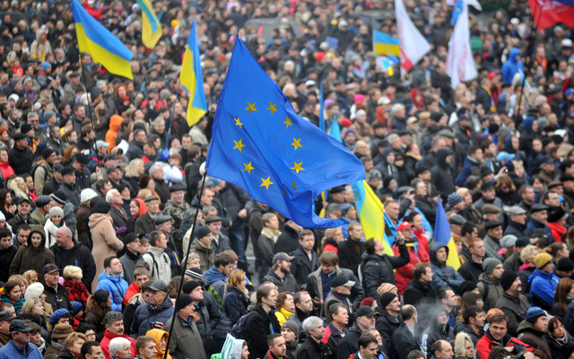 بوشكوف: هدف الاحتجاجات في أوكرانيا إسقاط الرئيس وجلب المعارضة الموالية للغرب إلى السلطة