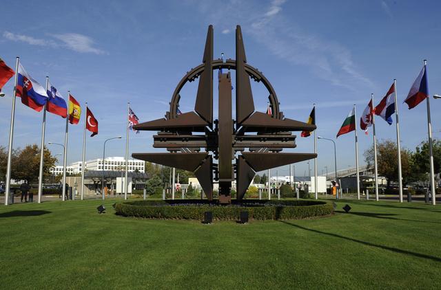 مصدر في الناتو: الاتفاق مع ايران لن يؤثر على الخطط بشأن الدرع الصاروخية