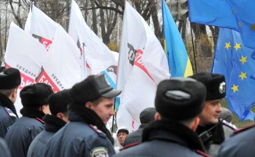 كييف تنفي أن موسكو وعدتها بقرض كبير مقابل إلغاء اتفاقية الشراكة مع أوروبا
