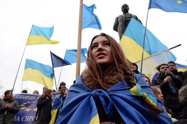 طلاب بعض الجامعات الأوكرانية يعلنون إضرابا عاما وينضمون إلى الاحتجاجات