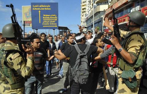 الأمن المصري يفض بالغاز وقفة احتجاجية في الإسكندرية