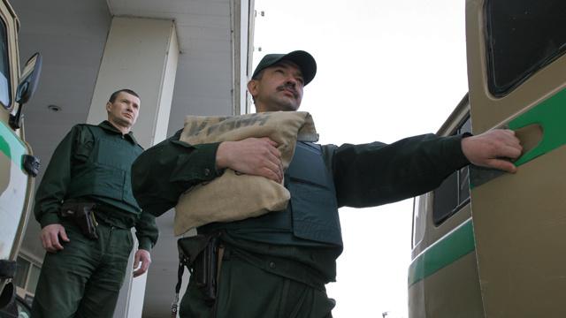 هجوم على سيارة لنقل النقود وسرقة 5 ملايين دولار في بطرسبورغ