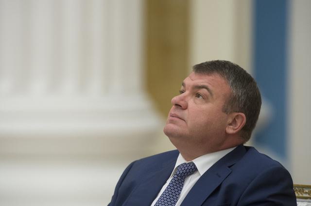 إقامة دعوى جنائية بحق وزير الدفاع الروسي السابق أناتولي سيرديوكوف