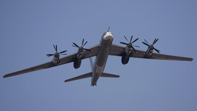 قاذفتا قنابل استراتيجيتان روسيتان تنجزان مهمة فوق المحيط الأطلسي (فيديو)