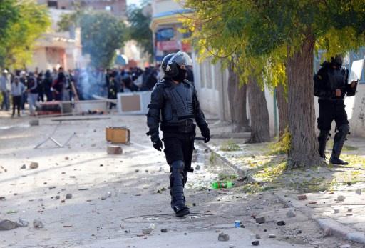 الداخلية التونسية: إصابة 50 عنصرا أمنيا جراء المواجهات في سليانة