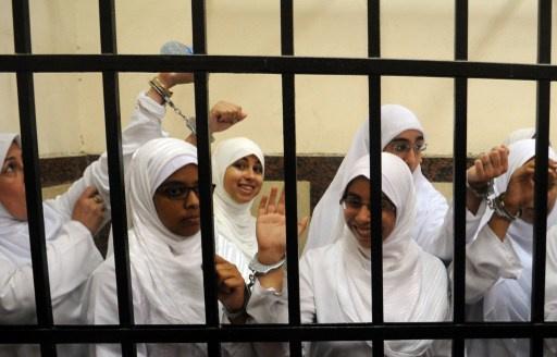 صباحي يطالب الرئيس عدلي منصور بالعفو عن الفتيات الإخوانيات