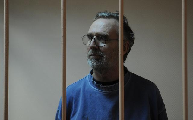 محكمة روسية تتراجع عن قرار تمديد حبس ناشط