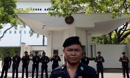 متظاهرون يقتحمون مقر قيادة القوات البرية التايلاندية