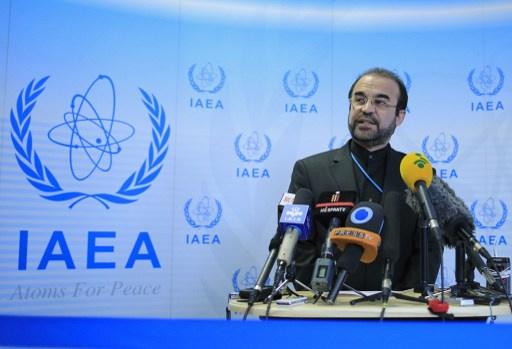 ايران تعلن تجميد بعض أنشطتها النووية في نهاية العام