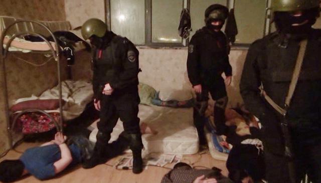 مصادرة مطبوعات متطرفة أثناء تفتيش منازل أعضاء