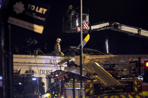 8 قتلى و32 جريحا في سقوط مروحية على حانة في مدينة اسكتلندية
