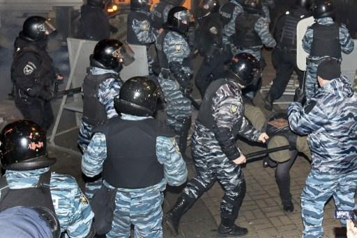 المعارضة الأوكرانية تستعد لإضراب عام.. والداخلية تتهم المتظاهرين بالاعتداء على رجال الشرطة