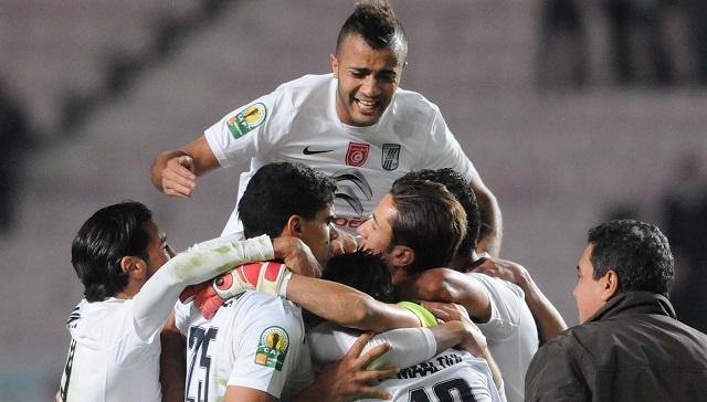 الصفاقسي يهدي كأس الاتحاد الافريقي لجماهير الكرة التونسية