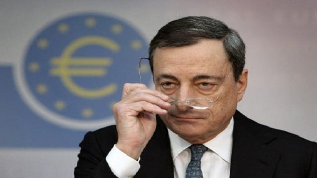 ماريو دراجي، رئيس البنك المركزي الأوروبي في مؤتمر صحفي عقب اجتماع لمجلس الإدارة، فرانكفورت، في 7 نوفمبر 2013
