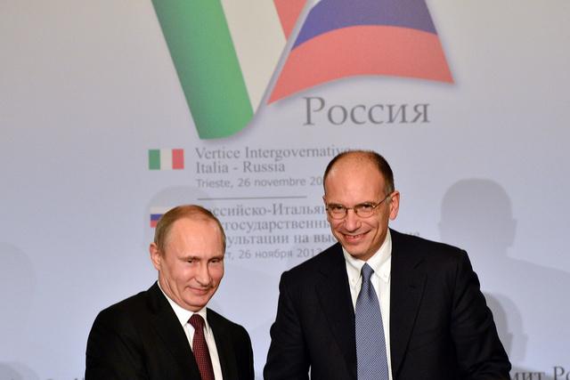 الرئيس الروسي فلاديمير بوتين مع رئيس الوزراء الايطالي أنريكو ليتا