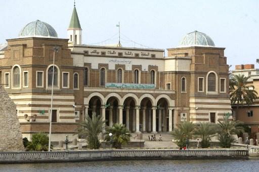 ليبيا تلجأ احتياطاتها النقدية لتعويض
