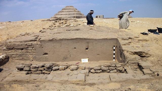 علماء الآثار يعثرون على لقى أثرية وبقايا كائنات حية عمرها أكثر من 3 آلاف عام بمصر