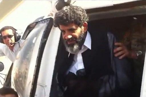 ابنة السنوسي تطالب بتسليمه للمحكمة