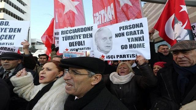 استقالة ثلاثة وزراء تركيا خلفية
