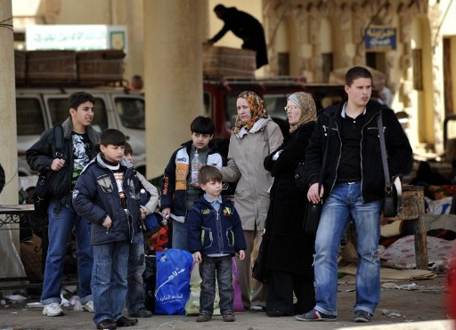 ليبيا ترحل 360 مصريا دخلوا البلاد بتأشيرات مزورة ومظاهرات في درنة احتجاجاً على الفراغ الأمني