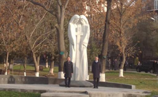 بوتين يزيل الستار في يريفان عن نصب يرمز الى الصداقة بين الشعبين الروسي والارمني