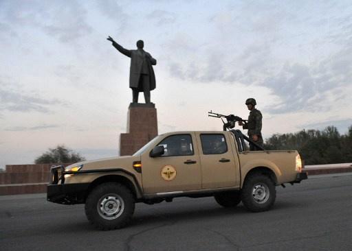 متظاهرون يحاولون اقتحام إدارة مدينة أوش في قرغيزيا