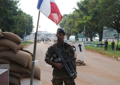 وصول أكثر من 200 عسكري فرنسي إلى إفريقيا الوسطى للمشاركة في عملية لإعادة الأمن