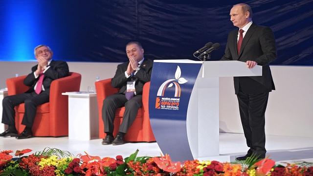 بوتين يشيد بنتائج تأسيس الاتحاد الجمركي والفضاء الاقتصادي الموحد