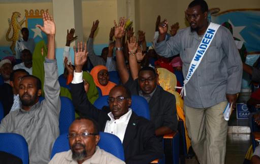 البرلمان الصومالي يسحب الثقة من الحكومة ورئيسها