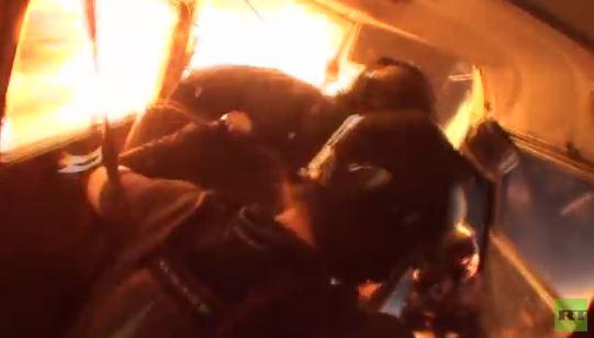 بالفيديو .. اصطدام طائرتين في الجو